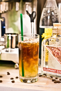Gin Tonic Coffee mit Thomas Henry Tonic Water und Elephant Gin