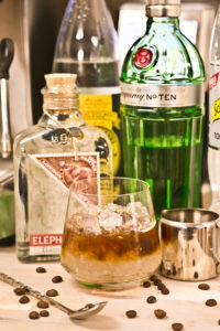 Cold Brew Gin Tonic mit Tanqueray No. Ten und Tonic Water von Thomas Henry